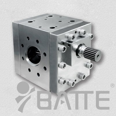 Plastic melt pump for extruder
